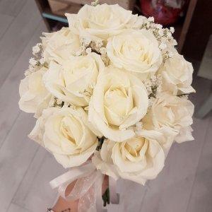 זר ורדים לבן לכלה