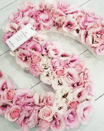 אותיות פרחים ורודים