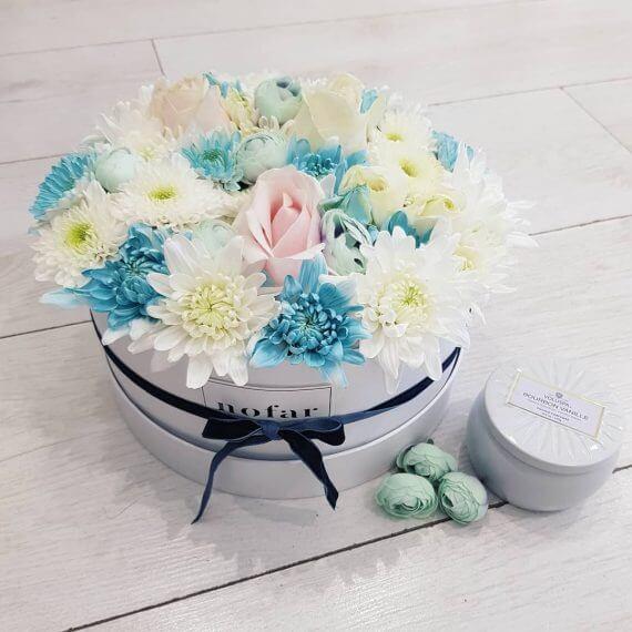 קופסאות פרחים צבעוניים
